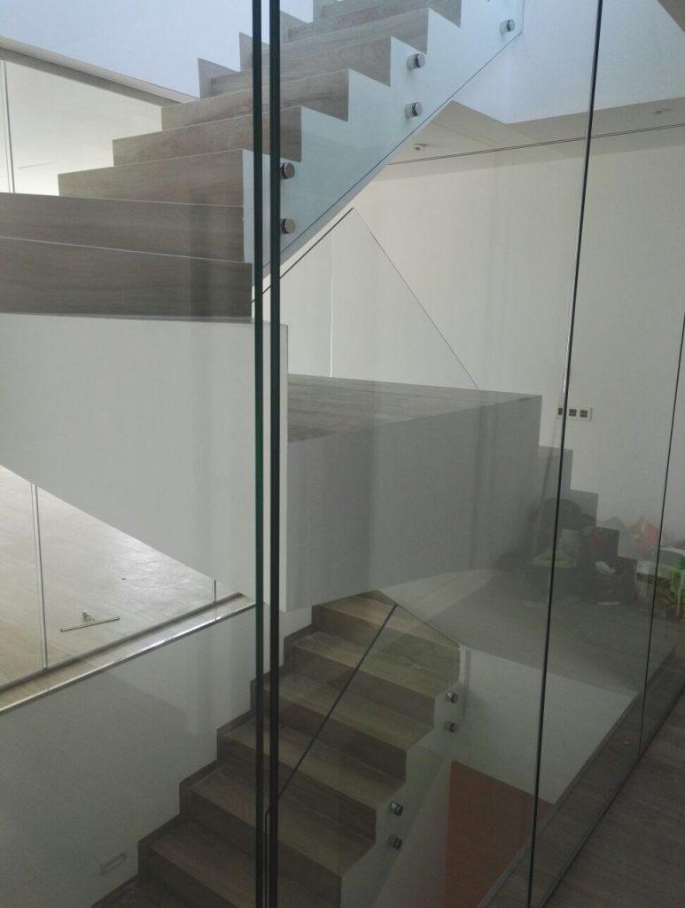 Barandilla Y Escalera Interior En Vivienda Unifamiliar Aloha  ~ Barandillas De Cristal Para Escaleras Interiores