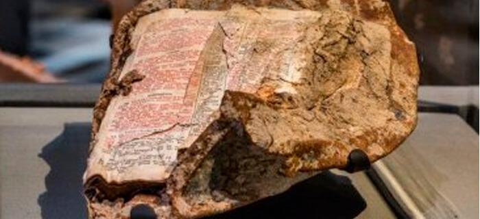 """Conozca la Biblia que """"sobrevivió"""" a la caída de Torres Gemelas"""