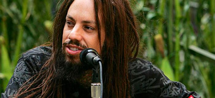 Ex bajista de Korn renuncia a la Música diabólica y se convierte a Jesús