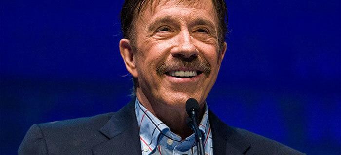 """Chuck Norris: """"Leer la biblia me llevó de nuevo a Cristo"""""""