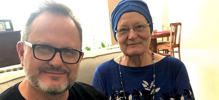 Marcos Witt Pide Apoyo en Oración por Salud de Nola Warren