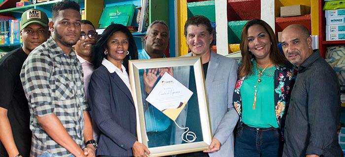 CristoJuvenil.Com entrega reconocimiento y donativo a Cometas de Esperanza