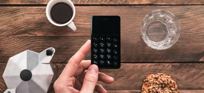 El  Smartphone Android que te puedes guardar en la cartera
