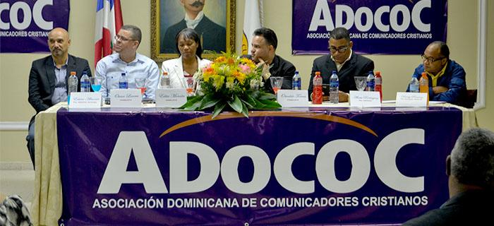 ADOCOC celebra Panel Historia y Evolución de la Comunicación Cristiana en Santiago