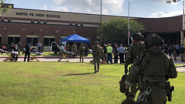Un estudiante de 17 años mata a tiros a 10 personas en una secundaria