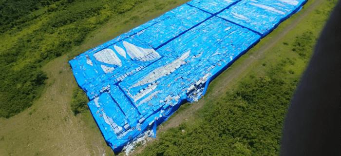 Hallan miles de botellas de agua que debían ser destinadas a los afectados por Huracán María