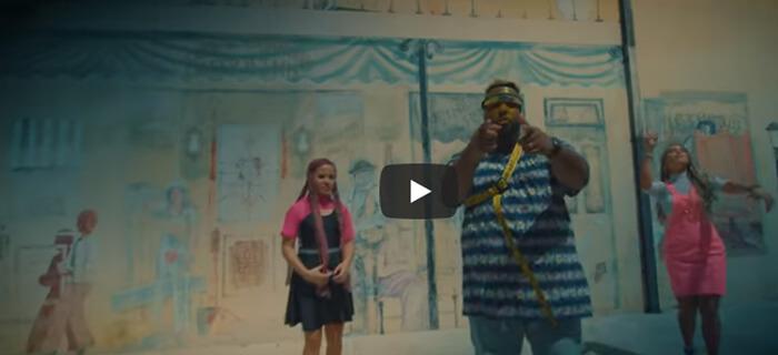 Omy Alka ft Overflow – Tu Amor Hace Bien (Video Oficial)
