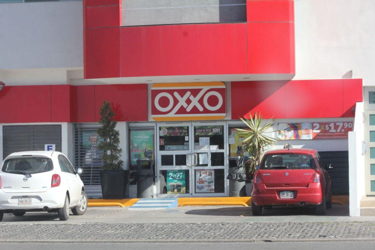 Hombres armados asaltan Oxxo en la Zona Plateada de Pachuca