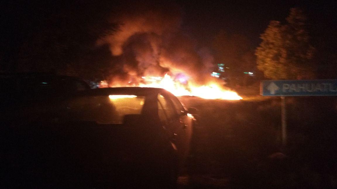 Cierran vecinos de Tulancingo carretera México-Tuxpan tras enfrentamiento (VIDEO)