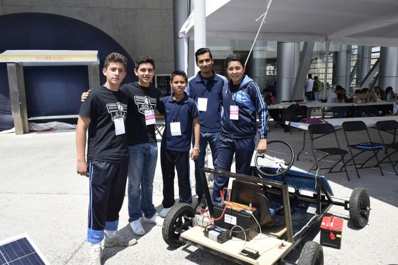 Alumnos de secundaria crearon un vehículo que funciona con energía solar en Morelia