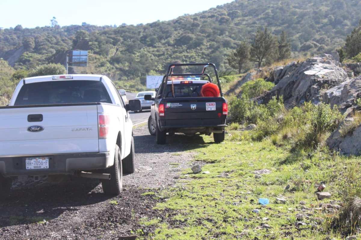 Hallan cadáver de un hombre sobre la carretera Pachuca-Real del Monte