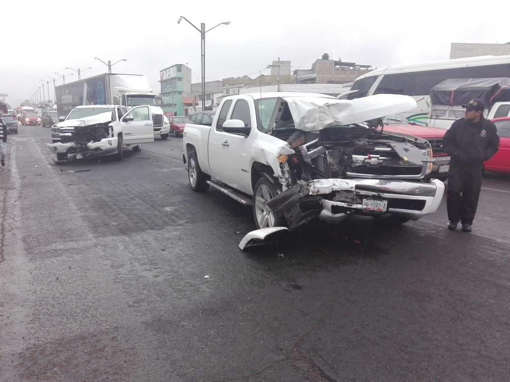 Choque entre dos camionetas en Tulancingo deja una mujer lesionada