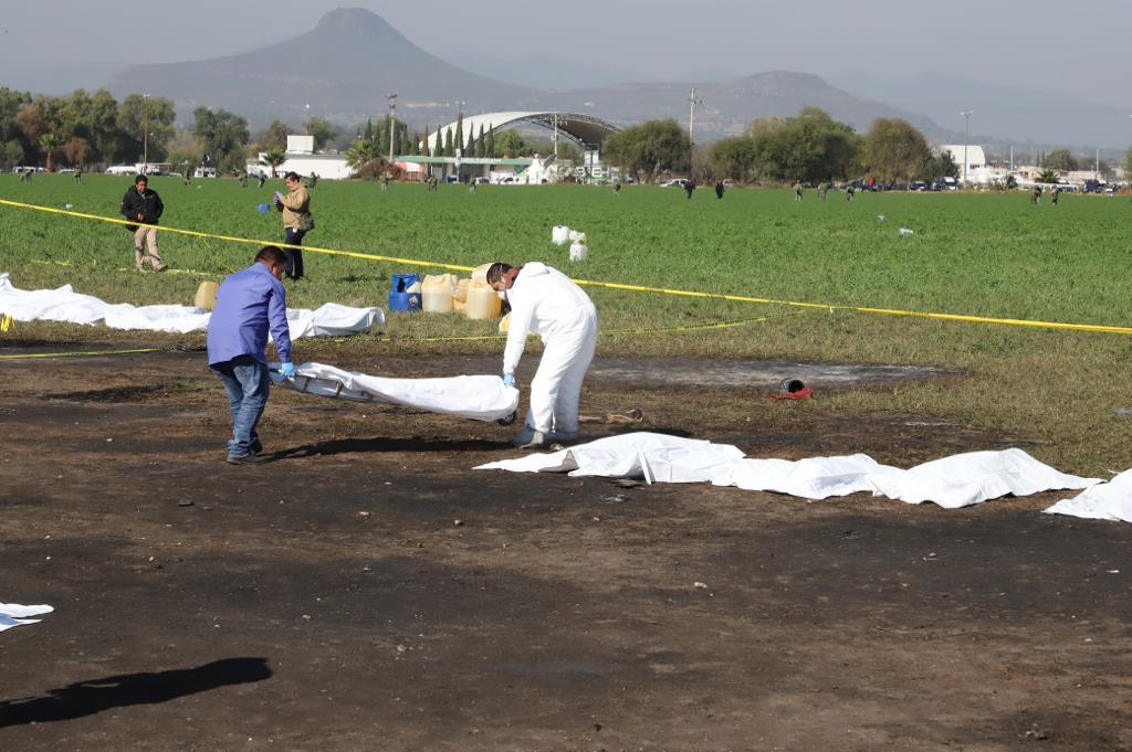 Peritos trabajan para levantar al menos 45 cuerpos calcinados en Tlahuelilpan
