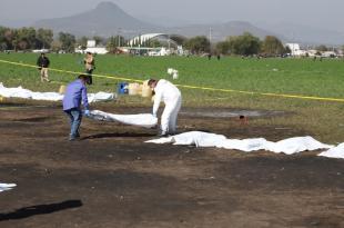 Peritos trabajan para levantar al menor 45 cuerpos calcinados en Tlahuelilpan Fotos: Luis Soriano