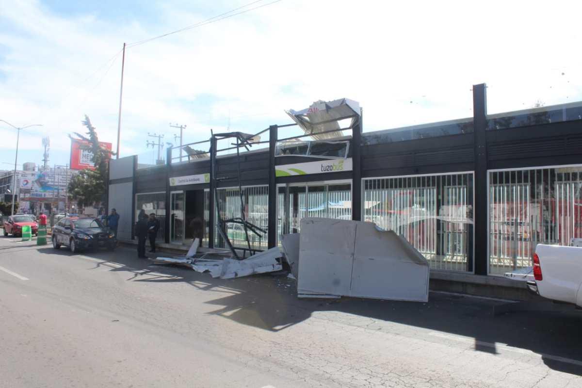 Daña tráiler estación del Tuzobús