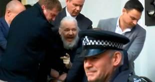 ¿Por qué Ecuador revocó el asilo y nacionalidad a Julian Assange?