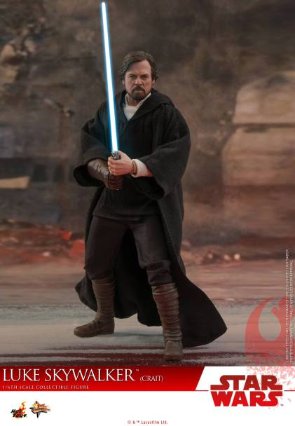 Hot Toys Luke Skywalker Crait (1)