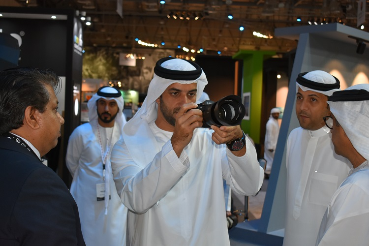 Sheikh Sultan bin Ahmed Al Qasimi, Chairman of Sharjah Media Council - trying out the Sony α7R III Camera