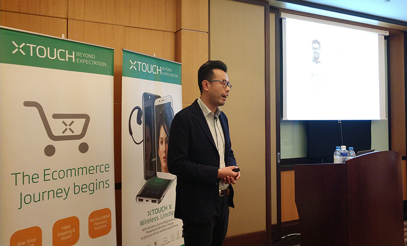 Tim-Chen-explaining-about-XTOUCH-E-commerce