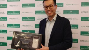Tim-Chen-with-New-XTOUCH-X-smartphone-bundle-package-for-UAE