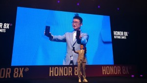 Chris Sun - President of Honor MEA_ with Honor 8X smartphones