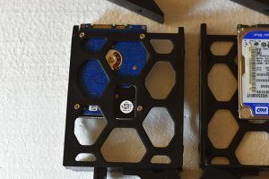 Hard_drives-Fixed-with-screws-provided-with-Synology-product