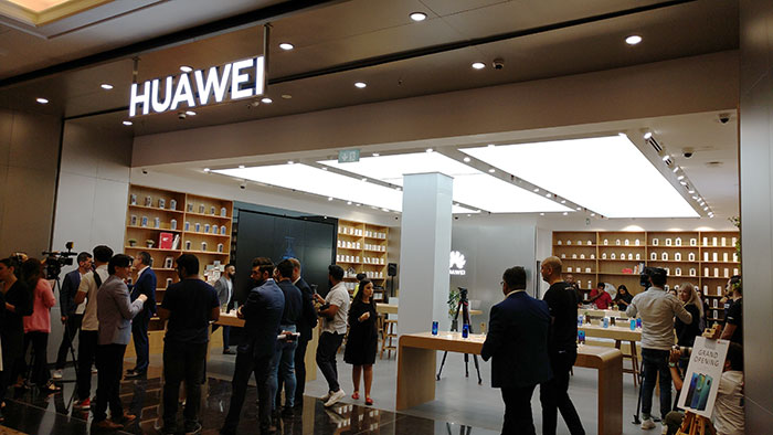 Huawei opens flagship store in Mall of Emirates, Dubai (UAE)