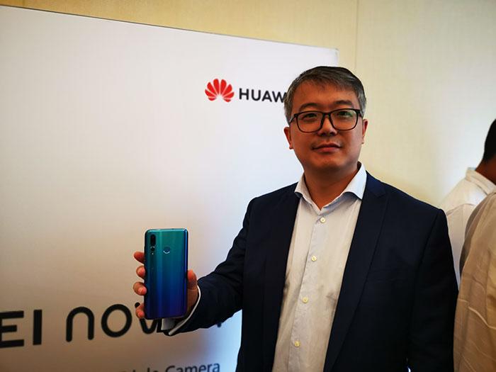 Huawei showcased the new NOVA 4 (8GB RAM + 128GB ROM