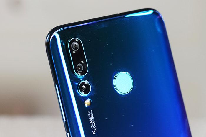 Huawei-Nova-4-Triple-Cameras-with-Fingerprint-sensor