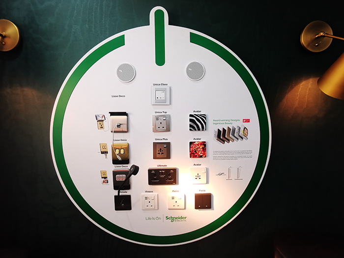 Schneider-Electric_Display-of-Switches