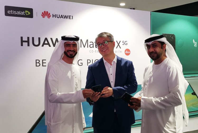 L-R:-Mahmoud Al Bannay(Vice President/Mobile Broadband, Etisalat)+David Wang, Country Manager for Huawei Consumer Business+Dr Ahmed bin Ali, Group Senior Vice President, Corporate Communications, Etisalat