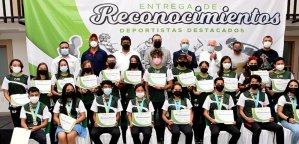 Zapata Rosales entregó un total de 27 reconocimientos a deportistas de alto rendimiento y entrenadores por su destacada participación