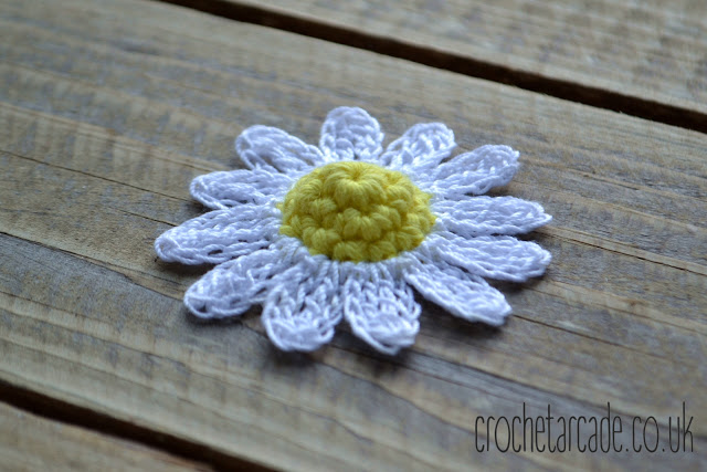 Free Crochet Flower Pattern Day 6 - Daisy | Crochet Arcade