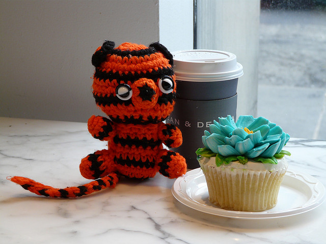 crochet tiger with cupcake