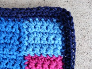 A detail of the additional round of single crochet