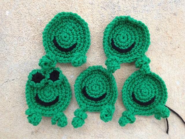 crochetbug, crochet frogs, crochet hexagons, crochet blanket, crochet afghan, crochet throw, whimsical crochet
