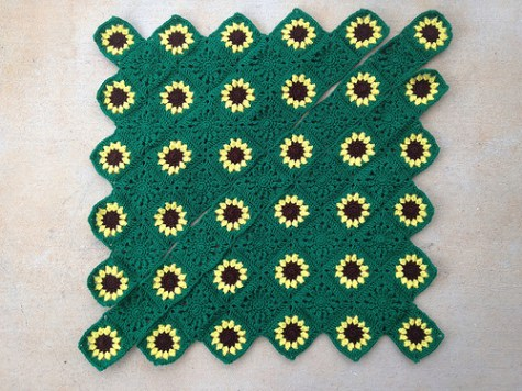 The sawtooth sunflower throw with the final row ready to be joined