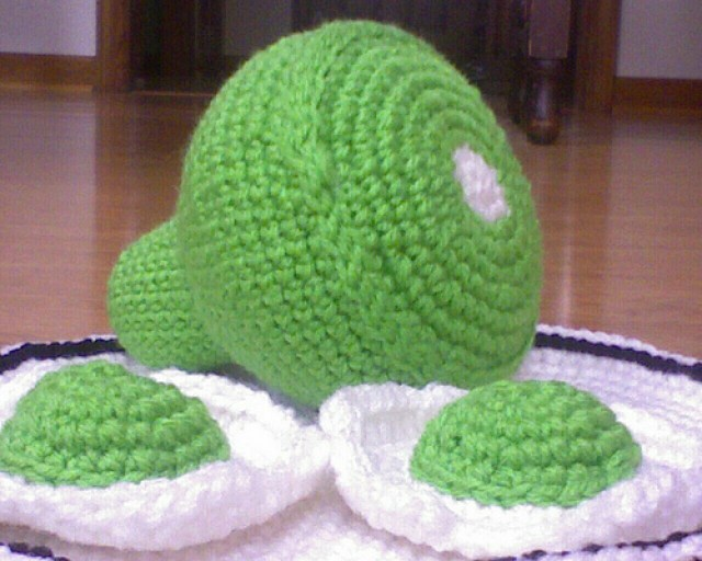 Green eggs and ham rendered in crochet