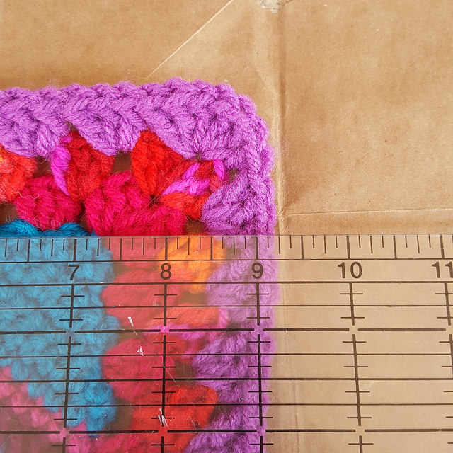measuring for a template for a lining for a crochet bag