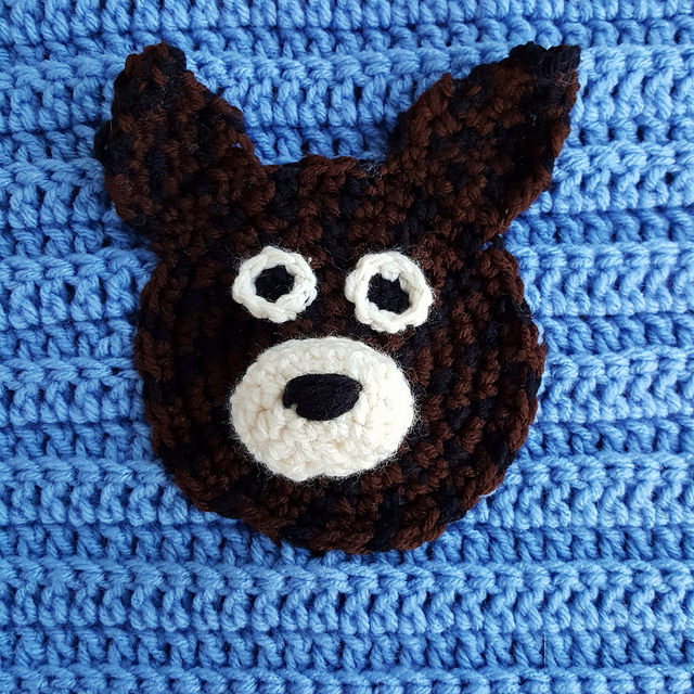 a dog's face rendered in crochet