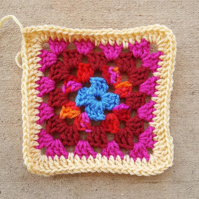 Roseanne Reboot Granny Square free crochet pattern - Crochetbug