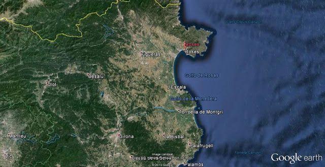 Roses se encuentra al noreste de la provincia de Girona, en la comarca del Alt Empordà, en el extremo norte del Golfo de Rosas y al sur de Cap de Creus