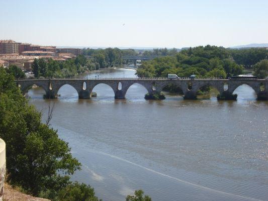 Puente de piedra (S. XII).
