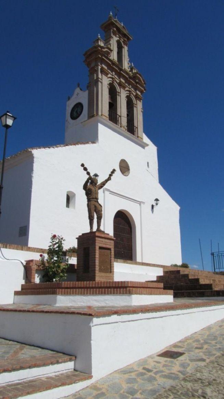 Iglesia de Ntra. Sra. de las Flores y monumento a la Danza de las Flores