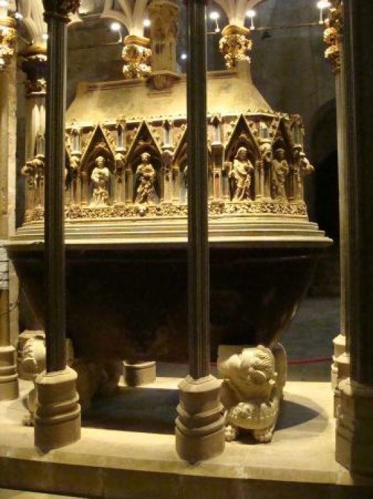 Sepulcro de Pedro III el Grande.