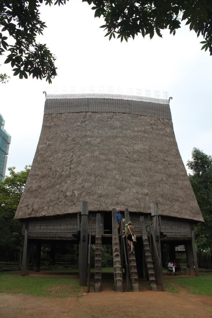 Casa comunal Bahnar, Museo Etnológico de Hánoi, Vietnam.