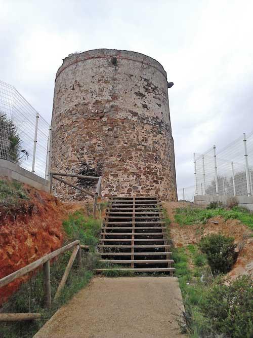 La torre del Catalán desde la entrada al recinto habilitado