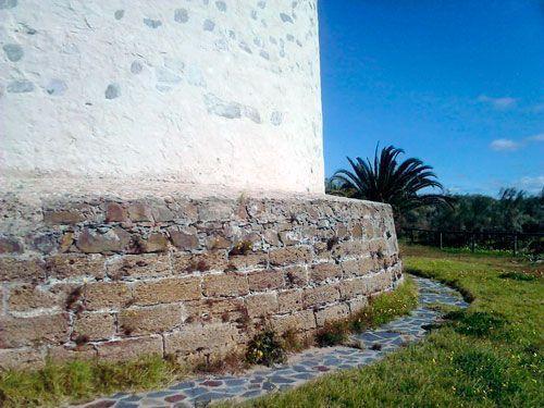 Detalle del plinto, Torre de Canela, Ayamonte, Huelva.