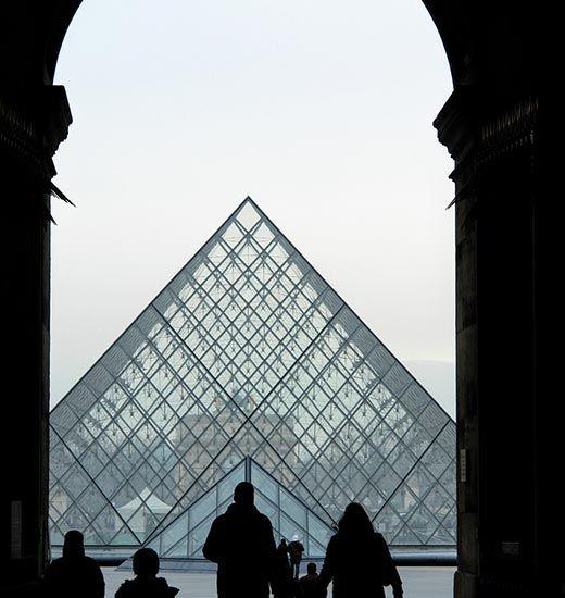 Acceso Museo del Louvre