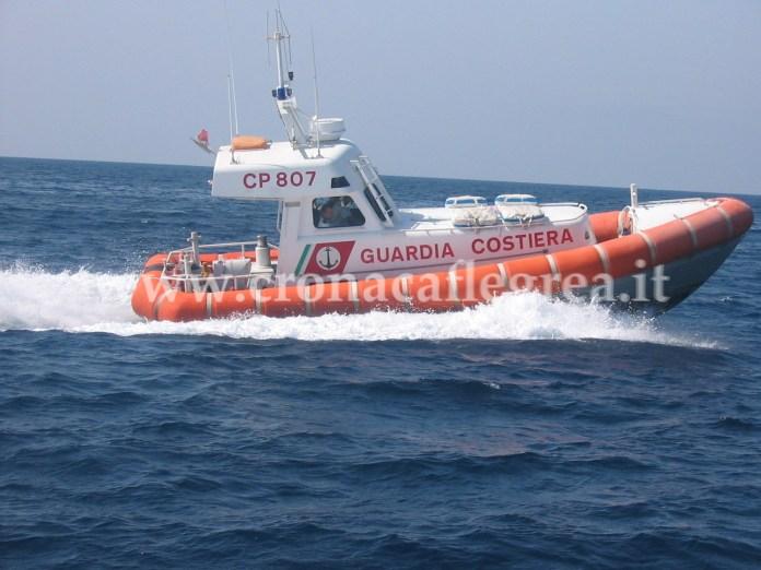 Gli 8 ragazzi sono stati salvati dagli uomini della Guardia Costiera di Pozzuoli